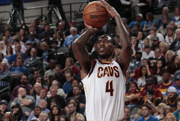 DALLAS, TX - NOVEMBER 11:  Iman Shumpert #4 of the Cleveland Cavaliers shoots the ball versus the Dallas Mavericks on November 11, 2017 at the American Airlines Center in Dallas, Texas. NOTE TO USER: User expressly acknowledges and agrees that, by downloading and or using this photograph, User is consenting to the terms and conditions of the Getty Images License Agreement. Mandatory Copyright Notice: Copyright 2017 NBAE (Photo by Glenn James/NBAE via Getty Images)