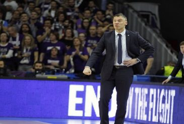 MADRID, SPAIN - JANUARY 15:  Sarunas Jasikevicius, Head Coach of Zalgiris Kaunas in action during the Turkish Airlines Euroleague Basketball Top 16 Round 3 game between Real Madrid v Zalgiris Kaunas at Barclaycard Center on January 15, 2016 in Madrid, Spain.  (Photo by Emilio Cobos/EB via Getty Images)