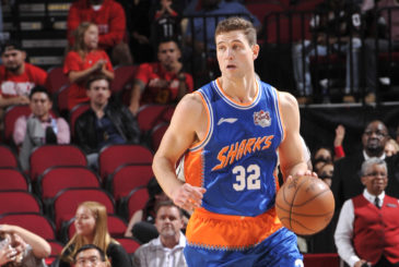 HOUSTON, TX - OCTOBER 2:  Jimmer Fredette #32 of the Shanghai Sharks brings the ball up court against the Houston Rockets during a preseason game on October 2, 2016 at the Toyota Center in Houston, Texas. NOTE TO USER: User expressly acknowledges and agrees that, by downloading and or using this photograph, User is consenting to the terms and conditions of the Getty Images License Agreement. Mandatory Copyright Notice: Copyright 2016 NBAE (Photo by Bill Baptist/NBAE via Getty Images)