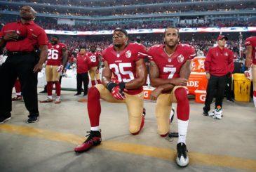 Colin Kaepernick (sağda). Kaynak: si.com