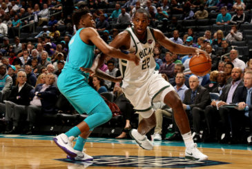 CHARLOTTE, NC - NOVEMBER 1: Khris Middleton #22 of the Milwaukee Bucks handles the ball during the game against the Charlotte Hornets on November 1, 2017 at Spectrum Center in Charlotte, North Carolina. NOTE TO USER: User expressly acknowledges and agrees that, by downloading and or using this photograph, User is consenting to the terms and conditions of the Getty Images License Agreement.  Mandatory Copyright Notice:  Copyright 2017 NBAE (Photo by Brock Williams-Smith/NBAE via Getty Images)