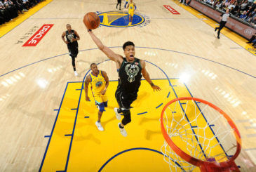 OAKLAND, CA - MARCH 29: Giannis Antetokounmpo #34 of the Milwaukee Bucks dunks the ball against the Golden State Warriors on March 29, 2018 at ORACLE Arena in Oakland, California. NOTE TO USER: User expressly acknowledges and agrees that, by downloading and/or using this photograph, user is consenting to the terms and conditions of Getty Images License Agreement. Mandatory Copyright Notice: Copyright 2018 NBAE (Photo by Noah Graham/NBAE via Getty Images)