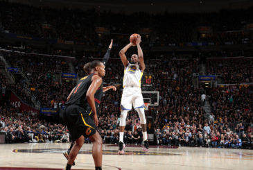 CLEVELAND, OH - JUNE 6:  Kevin Durant #35 of the Golden State Warriors shoots the ball against the Cleveland Cavaliers in Game Three of the 2018 NBA Finals on June 6, 2018 at Quicken Loans Arena in Cleveland, Ohio. NOTE TO USER: User expressly acknowledges and agrees that, by downloading and or using this photograph, user is consenting to the terms and conditions of Getty Images License Agreement. Mandatory Copyright Notice: Copyright 2018 NBAE (Photo by Nathaniel S. Butler/NBAE via Getty Images)
