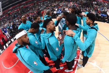 LOS ANGELES, CA - DECEMBER 31: The Charlotte Hornets huddle before the game against the LA Clippers on December 31, 2017 at STAPLES Center in Los Angeles, California. NOTE TO USER: User expressly acknowledges and agrees that, by downloading and/or using this photograph, user is consenting to the terms and conditions of the Getty Images License Agreement. Mandatory Copyright Notice: Copyright 2017 NBAE (Photo by Andrew D. Bernstein/NBAE via Getty Images)
