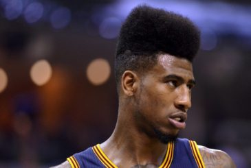 Cleveland Cavaliers guard Iman Shumpert plays in the second half of an NBA basketball game against the Memphis Grizzlies Wednesday, March 25, 2015, in Memphis, Tenn. (AP Photo/Brandon Dill)