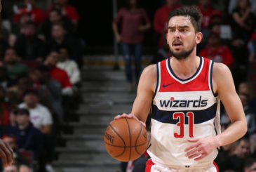 CHICAGO, IL - FEBRUARY 10: Tomas Satoransky #31 of the Washington Wizards handles the ball against the Chicago Bulls on February 10, 2018 at the United Center in Chicago, Illinois. NOTE TO USER: User expressly acknowledges and agrees that, by downloading and/or using this photograph, user is consenting to the terms and conditions of the Getty Images License Agreement. Mandatory Copyright Notice: Copyright 2018 NBAE (Photo by Gary Dineen/NBAE via Getty Images)